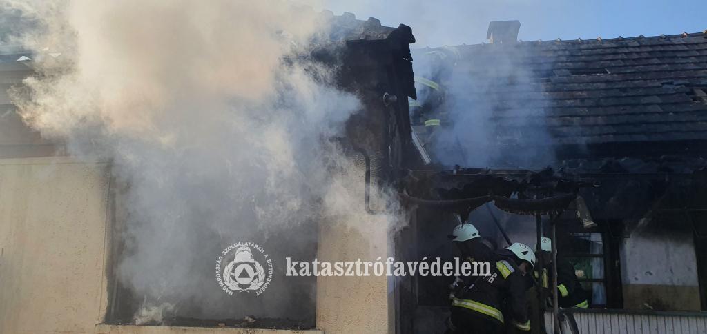 Bakonytamásiban és Pápán is lakóházakban keletkezett tűz